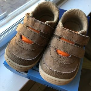 Stride Rite Toddler Boys shoes size 5